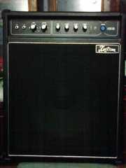 Продам гитарный Басовый комбик KUSTOM KB100