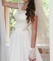 Свадебное платье фата и перчатки