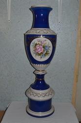 Две фарфоровые вазы