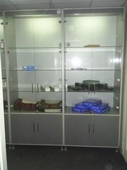 Шкаф-витрина с подсветкой б/у